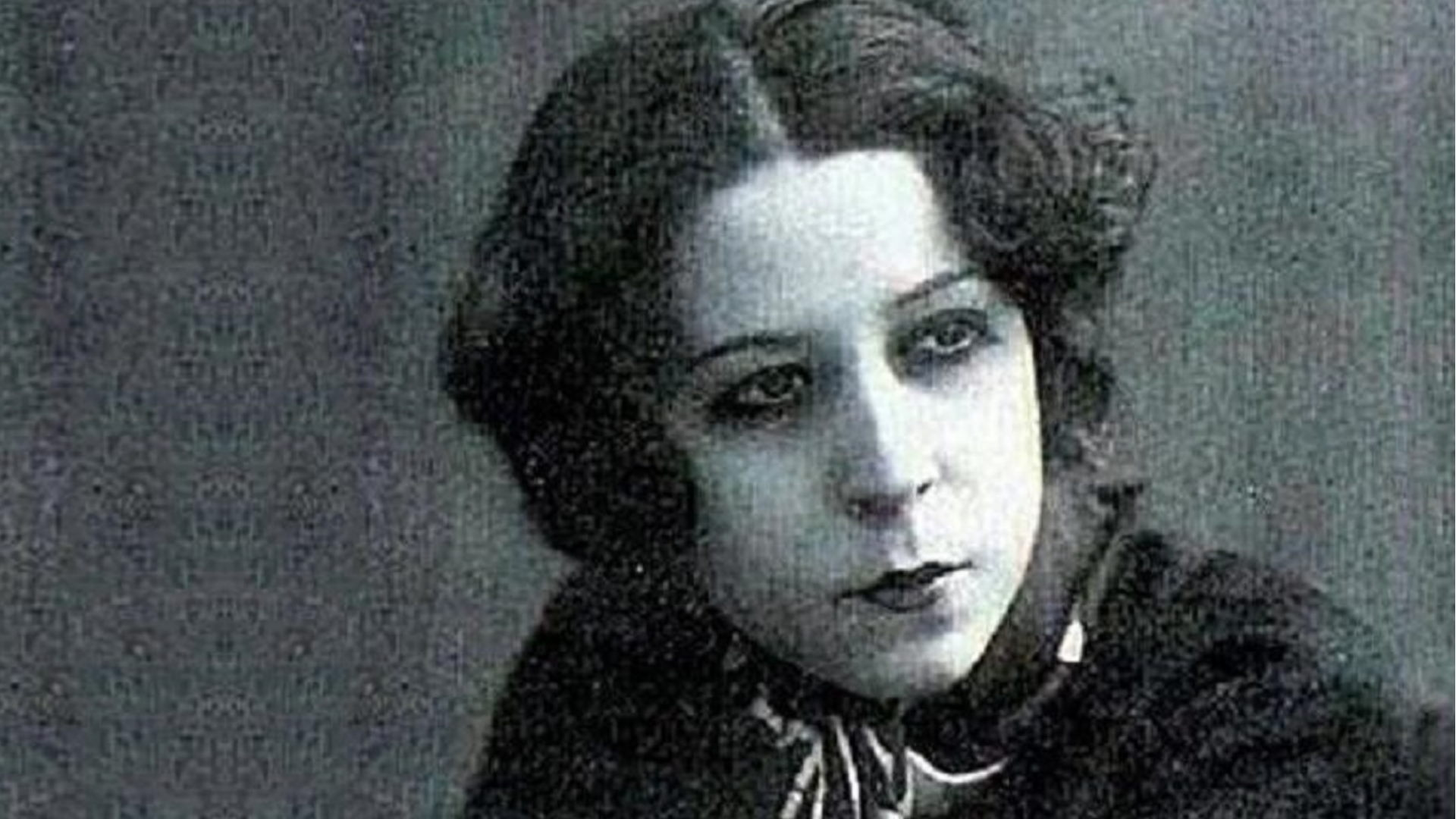 İlk Müslüman kadın tiyatro sanatçısı; Afife Jale